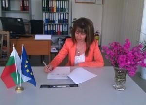 """На 15.05.2014 г. по """"Програма за развитие на селските райони 2007-2013 г."""", чрез """"МИГ Гълъбово 2011"""" е подписан договор за финансиране на проект """" Зелена алтернатива за моя град"""" на НЧ """" Просвета – 1911г. """" гр. Гълъбово Общата цел на проекта е да допринесе за повишаване на информираността на обществеността на гр. Гълъбово по отношение на проблемите, свързани с природната среда и популяризиране на природното наследство и да се стартират конкретни инициативи за опазване на природата и подобряване на екологичните параметри на околната среда."""