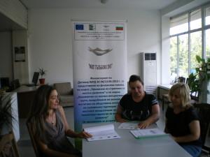 """Започна изпълнението на втори Европроект чрез МИГ Гълъбово Директорът на местната инициативна група в Гълъбово Вилияна Вичева съобщи, че вече е започнало изпълнението на втори Европроект. Тя очаква да напреднат с дейността си и останалите фирми, с които има сключени договори. Напредък по своя проект има 24 годишният Живко Георгиев от Гълъбово, който вече е закупил част от необходимата му нова техника за дооборудване на автосервиза му. Размерът на безвъзмездната финансова помощ на проекти по мярка 312, какъвто е този на г-н Георгиев е в размер на 70 %. Г-жа Вичева информира, че от тук нататък работата на екипа на """"МИГ Гълъбово 2011"""" е контрол по изпълнението на проектите. Освен първият изцяло изпълнен проект на земеделеца от Медникарово на стойност 330 хил. лева, се очаква започване изпълнението на проекта на друг земеделец. В начална процедура по изпълнението на проектите си са още Община Гълъбово за ремонт на 3 детски площадки, читалището в село Мъдрец и козметичен салон в Гълъбово, чиято безвъзмездната финансова помощ ще е в размер на близо 40 хил. лева."""