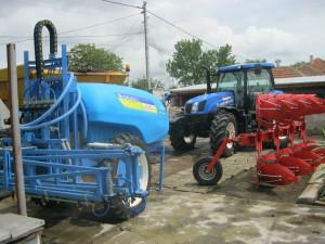 """Първият изпълнен проект от г-н Петър Петров, управител на """"Зара Агро"""" ЕООД за предоставяне на безвъзмездна финансова помощ по мярка 121 – Модернизиране на земеделските стопанства към Стратегията за местно развитие на МИГ. По проекта е предвидено закупуване на специализирана земеделска техника. Стойността на безвъзмездната финансова помощ по договора е 131 796,08 лв."""