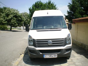 """Изпълнен проект на """"ДЕНС 09"""" ЕООД по проект за финансиране «Повишаване капацитета на «ДЕНС 09» при извършване на услуги в сектор: превоз на пътници с автобусен транспорт». С настоящият проект кандидата закупи транспортно средство Volkswagen Crafter . Стойността на безвъзмездната финансова помощ е 67 372,67лв."""
